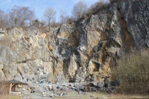 Die Hillenbergwand ist die Hauptwand im Klettergebiet Warstein
