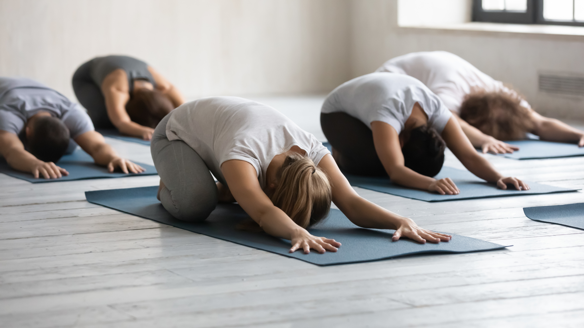 Übung beim Yoga mit Yogamatte