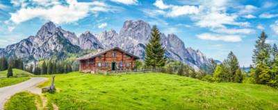 Hütte beim Wandern in den Bergen