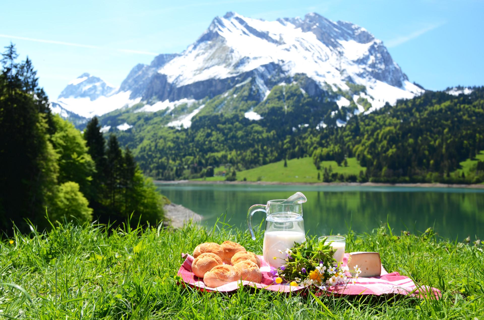 Frühstück beim Camping in der Schweiz