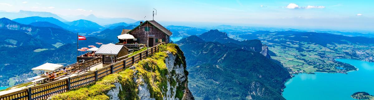 Wandern in Österreich Hütte auf Berge