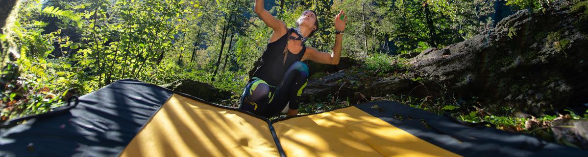 Bouldermatte beim Bouldern an der eigenen Kletterwand