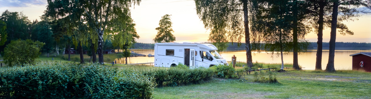 Camping am See mit Wohnmobil