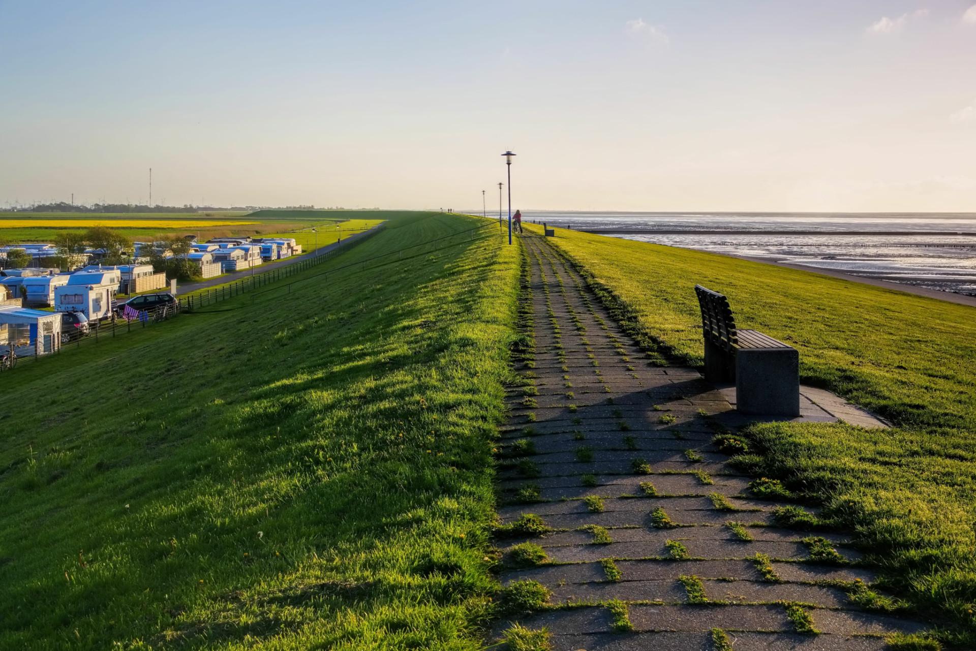 Camping an der Nordsee hinter Dünen