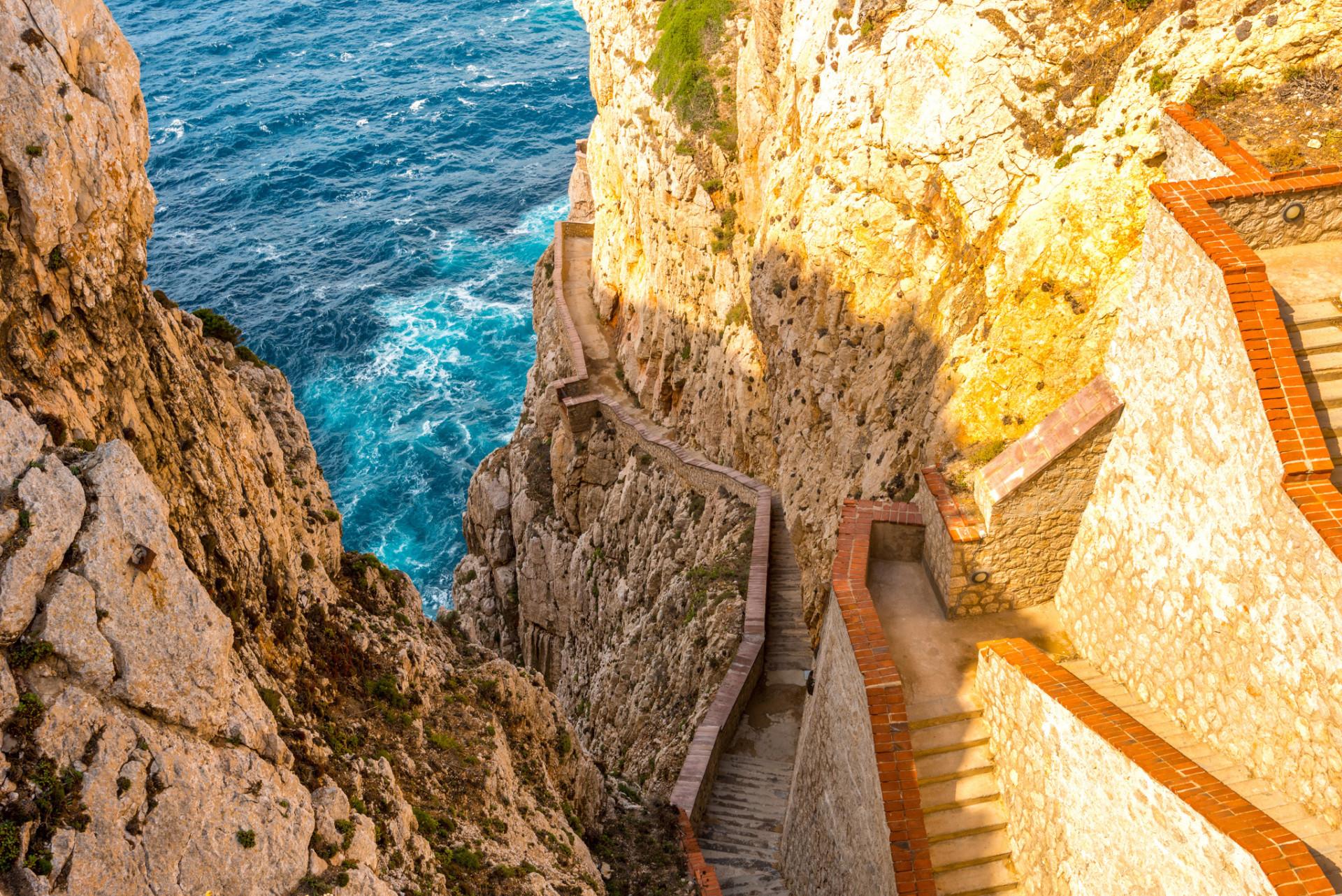 Treppe zu Neptuns Grotte auf Sardinien